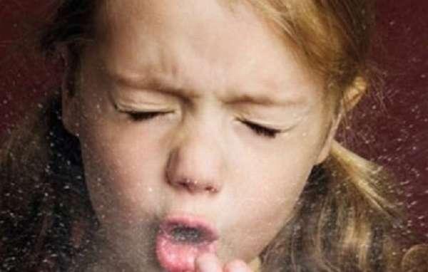 Если у ребенка кашель с мокротой без температуры, его все же надо показать врачу и подобрать правильное лечение.