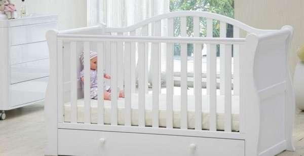 В список вещей для новорожденного в первые месяцы, конечно же, входит кроватка.