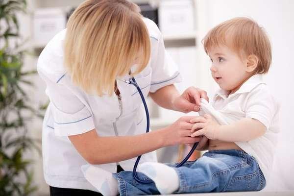 Обязательным является и осмотр врача перед вакцинацией.