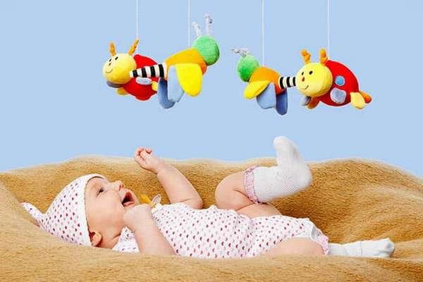 Как развивается зрение у новорожденных по месяцам