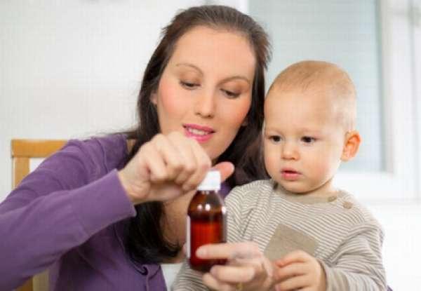 давать ребенку лекарство