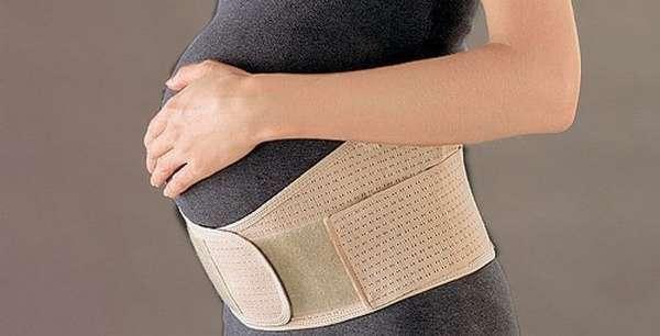 Из-за того, что размер плода на 18 неделе беременности становится больше, многие женщины начинают носить бандаж.