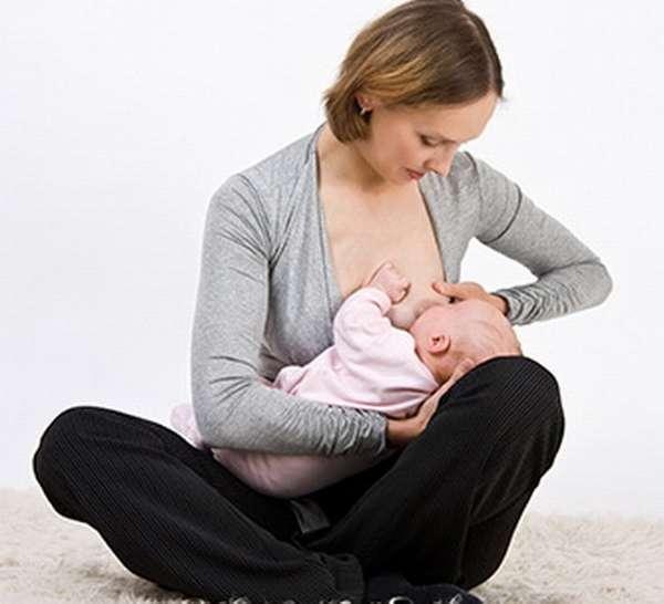Удобные позы для кормления грудничка