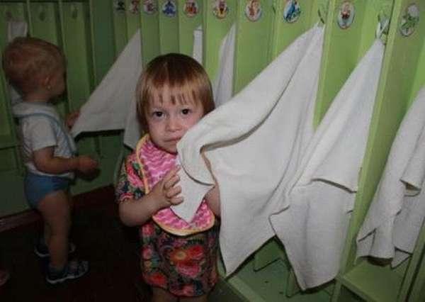 очень важно приучать малыша к личной гигиене, особенно такая профилактика важна, если ребенок посещает детские заведения.