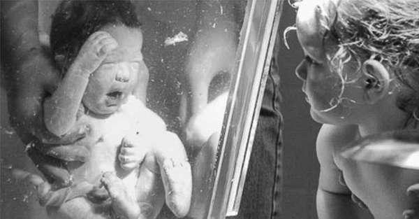 Чем хороши роды в воде для младенца