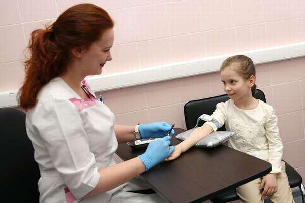 что делает врач при анализе на иммунодефицит у ребенка